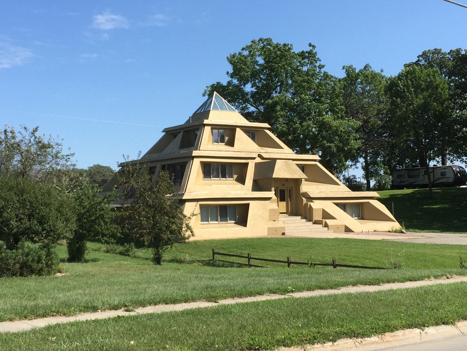 Pyramid Shaped House Designs 28 Images Pyramid House